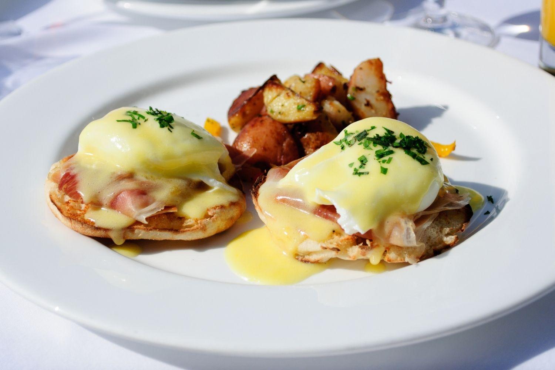 Eggs Benedict at Blackstone Cafe